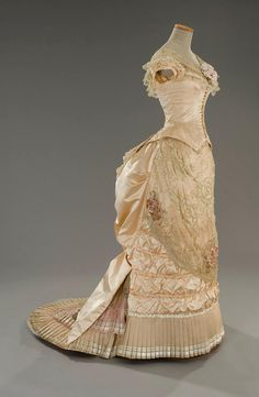 Costume designed by Gabriella Pescucci, built in 1992 by the Sartoria Tirelli and worn by Winona Ryder in the film The Age of Innocence directed by Martin Scorsese's Oscar Award for Best Costume Design in 1994. With satin bodice silk pink salmon. The shearwater pleated tulle point d'esprit, overcome with hoses draped satin. The skirt, embroidered tulle, authentic, based on age bouillonnè satin and a ruffle pleated organza outlined by pink satin ribbons .1880. Sideway