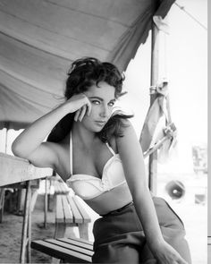"""Elizabeth Taylor on the set of the movie """"Giant"""""""