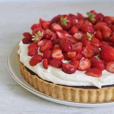 Jordbærkage med mazarinbund - Maria Vestergaard Cheesecake, Sweet Tarts, Desserts, Food, Drinks, Tailgate Desserts, Meal, Cheese Cakes, Dessert