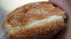 Schmalzgebäck - USA verbietet gehärtete Fette in Lebensmitteln | Wo verstecken sich die bösen Transfettsäuren? http://www.bild.de/ratgeber/gesundheit/fettsaeuren/wo-verstecken-sich-transfettsaeuren-us-verbot-41397666.bild.html
