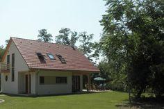 Prachtige vakantiewoning in Szólad (Hongarije) welke maar liefst ruimt biedt tot aan tien personen. Perfect voor een vakantie met de familie of vrienden.