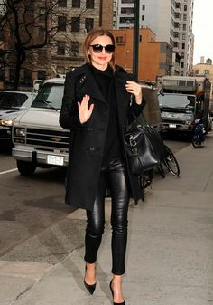 Fall street style jacket leather pants and black leather bag Legging Outfits, Leather Leggings Outfit, Leather Tights, Black Leggings, Style Miranda Kerr, Lederhosen Outfit, Winter Outfits, Casual Outfits, Work Outfits