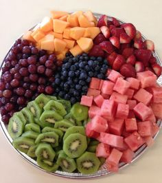 Healthy Fruits, Healthy Snacks, Healthy Recipes, Fruit Platter Designs, Party Food Platters, Good Food, Yummy Food, Snacks Für Party, Food Goals