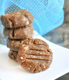 Addictive and healthy peanut butter cookies, with no flour or sugar!