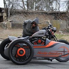 Harley Sportster custom with sidecar. this is so bad ass. Open Face Motorcycle Helmets, Bobber Motorcycle, Cool Motorcycles, Harley 48, Harley Bobber, Motos Harley Davidson, Custom Sportster, Sportster 48, Oldschool