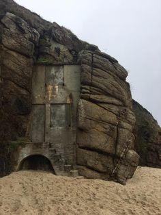 ROWENA CADE'S BEACH HUT (2017)   Porthcurno, Cornwall (pic. Kernow King)     ✫ღ⊰n