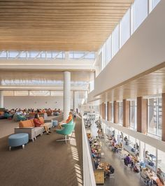 Image 5 of 9 from gallery of Clemson University Core Campus Dining Facility / Sasaki. Photograph by Jonathon Hillyer Cafeteria Design, Flur Design, Hall Design, Corporate Office Design, Corporate Interiors, Modern Classroom, Interior Architecture, Interior Design, Student House