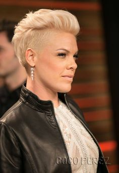 nk at the Vanity Fair after party for the Oscars … My Style in pink hair cuts styles - Hair Cutting Style Pink Haircut, Haircut And Color, Haircut 2017, Pixie Hairstyles, Cool Hairstyles, Singer Pink Hairstyles, Hairstyles 2018, Trending Hairstyles, Hair Today