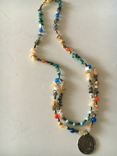 Collar doble, Agata naranjas azul, labradorita y turqueza.$12.000
