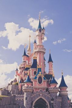 I really need to go to disneyland Someone take me here please ; I really need to go to disneyland The post Someone take me here please ; I really need to go to disneyland appeared first on Paris Disneyland Pictures.