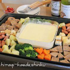 ピザ用チーズで簡単♪ホットプレートdeチーズフォンデュ by shinkuさん | レシピブログ - 料理ブログのレシピ満載! ピザ用チーズで簡単手軽に♪具材は温めてチーズにくぐらせて食べる方が断然おいしい!
