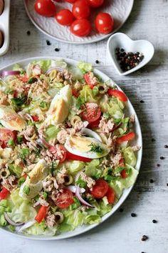 Fit sałatka z jajkiem i tuńczykiem   Tysia Gotuje blog kulinarny