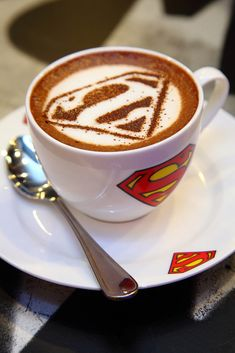 Superman latte Art