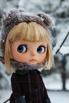 """Hot cocoa time now, Mom?"" Blythe doll"