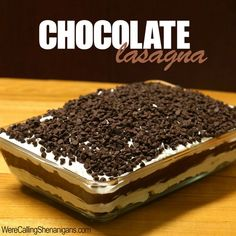 How To Make Chocolate Lasagna (Original). Ingredients for Chocolate Lasagna 1 package regular Oreo cookies (Not Double Stuff) – about 36 cookies… Köstliche Desserts, Delicious Desserts, Dessert Recipes, Yummy Food, Chocolate Lasagna Cake, Chocolate Desserts, Chocolate Chips, Chocolates, Dessert Original