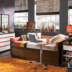 Love this full-size daybed and the color scheme.  Would be great for reed's room
