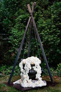 21 Halloween Outside Decoration Ideas. Ghosts skeletons witches and beautifully carved pumpkins are waiting for you here. Our cheap diy halloween yard decor ideas are  Halloween Outside, Soirée Halloween, Adornos Halloween, Holidays Halloween, Halloween Yard Ideas, Rustic Halloween, Halloween Makeup, Spider Webs Halloween, Halloween Yard Displays