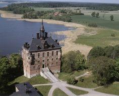 Digitalt Museum - Vy över Wiks slott vid Mälaren, Viks socken, Uppland, juni 1989 - Wiks castle by Lake Mälaren