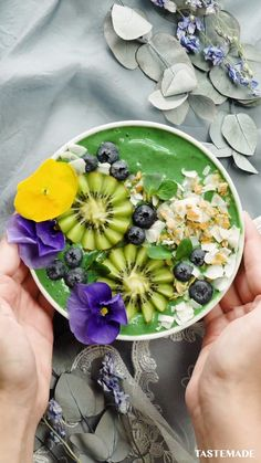 Kiwi Recipes, Yummy Smoothie Recipes, Simply Recipes, Healthy Smoothies, Healthy Snacks, Kiwi Smoothie, Seafood Mac And Cheese, Lemon Butter Chicken, Food Videos