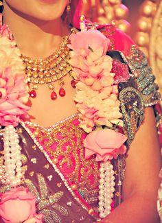 Wedding indian flowers garland 41 ideas for 2019 Indian Wedding Flowers, Flower Garland Wedding, Big Fat Indian Wedding, South Asian Wedding, Flower Garlands, Indian Weddings, Wedding Garlands, Floral Garland, Wedding Decorations