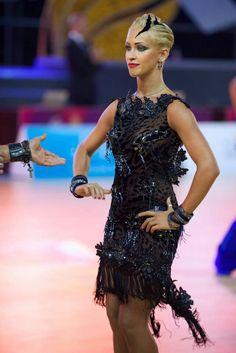 Kristina Moshenskaya - Styling for short hair / latin dance