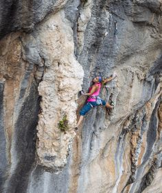 www.boulderingonline.pl Rock climbing and bouldering pictures and news First female ascent