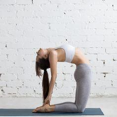 1日の疲れを翌日に持ち込んでいませんか?特に立ちっぱなしやデスクワークで1日を過ごす人は脚がむくみやすく、むくみをそのままにしてしまうと脂肪へと変化してしまうのです。今回は、寝る前に体をすっきりさせ、質の良い睡眠をとることで寝ている間に痩せるヨガポーズについてご紹介いたします。