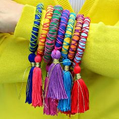 Make rope and tassel bangles in any size! Free tutorial with pictures on how to make a wrapped bangle in under 30 minutes by jewelrymaking and not sewing with rope, strips, and embroidery floss. How To posted by Mark Montano. Jewelry Crafts, Handmade Jewelry, Silk Thread Bangles Design, Tassel Bracelet, Gold Embroidery, Fabric Jewelry, Fabric Bracelets, Bijoux Diy, Tassels
