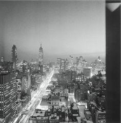 NYC de nuit décembre 1960 |¤ Robert Doisneau | 27 décembre 2015 | Atelier Robert Doisneau | Site officiel