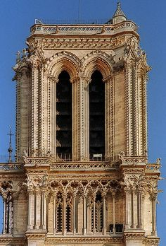 "The bell in this tower weighs 13 tons, and is named ""Emmanuel'.Cathédrale Notre Dame de Paris"