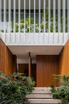 Image 5 of 13 from gallery of JZL House / Bernardes Arquitetura. Photograph by Leonardo Finotti Tropical Architecture, Facade Architecture, Residential Architecture, Contemporary Architecture, Modern Tropical, Tropical Houses, Modern Coastal, Coastal Style, Design Exterior