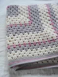 Ideas for baby crafts crochet granny squares Crochet Pillow, Crochet Granny, Baby Blanket Crochet, Knit Crochet, Crochet Baby, Sewing Patterns Free, Free Sewing, Knitting Patterns, Crochet Patterns