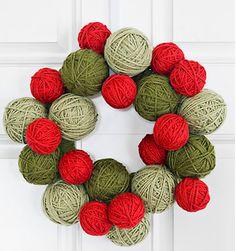 ----- Coroa com bolas de lã ----- Perfeita, especialmente se houver gatos lá em casa!