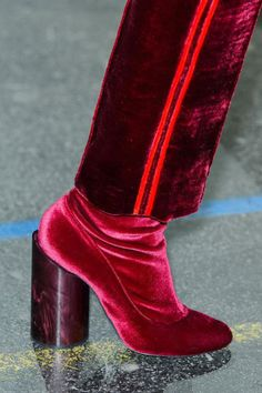 Best Shoes, Bags, and Jewelry at PFW Givenchy. See all the best accessories from Paris fashion week. See all the best accessories from Paris fashion week. Sock Shoes, Shoe Boots, Velvet Shoes, Pink Velvet, Street Style Shoes, Winter Shoes, Mode Style, Beautiful Shoes, Beautiful Dresses