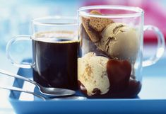 Expreso con helado de vainilla y galleta de café