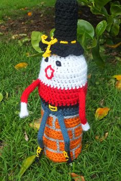 Another beauty from the crochet section Cozy, Wine, Christmas Ornaments, Holiday Decor, Crochet, Beauty, Home Decor, Decoration Home, Room Decor