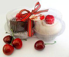 Duplo cupcake especial de natal  Uma lembrancinha linda, com preço acessível para poder presentear a todos!  Contém 2 toalhinhas de mão 40xc25 R$ 14,00
