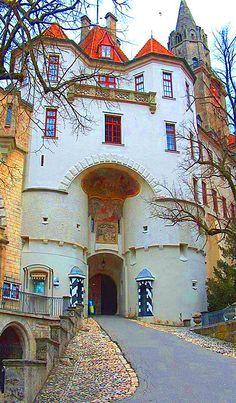 La puerta de entrada principal del Castillo de Sigmaringen, Alemania.