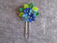 Flower paper clip Blue flowers planner clip by TinyFeltHeart Felt Flowers, Fabric Flowers, Paper Flowers, Blue Flowers, Felt Diy, Felt Crafts, Paperclip Crafts, Felt Bookmark, Crochet Bookmarks