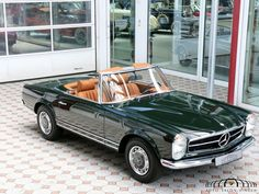 Mercedes-Benz 280 SL Pagode - My old classic car collection Mercedes Benz Suv, Mercedes 230, Mercedes Classic Cars, Mercedes Benz Autos, Old Classic Cars, Bmw M3, Mercedez Benz, Bmw Autos, Pretty Cars