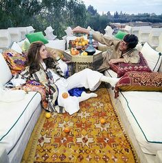Paul & Talitha Getty pose in the roof terrace of their Marrakech home. Get premium, high resolution news photos at Getty Images Boho Chic Interior, Bohemian Bedroom Design, Interior Design, Moroccan Design, Moroccan Style, Moroccan Caftan, Marrakech, Talitha Getty, Evolution Of Fashion