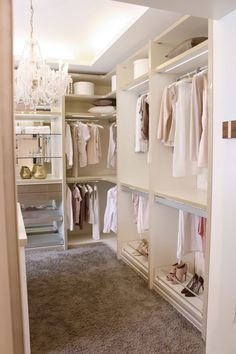 Walk In Closet Ideas - Seeking some fresh ideas to redesign your closet? See our gallery of leading high-end walk in closet layout ideas as well as photos. Walk In Closet Design, Closet Designs, Diy Wardrobe, Built In Wardrobe, Wardrobe Ideas, Apartment Closet Organization, Diy Organization, Walking Closet, Closet Layout