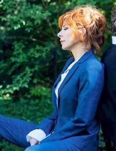 #mylene  #farmer  #chanteuse  #rousse  #française  #bleu  #jolie  #pretty Divas, Lady Oscar, Portrait Photo, Androgynous Fashion, Boss Lady, Concert, Redheads, Pictures, Photos