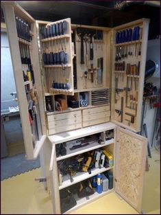 Ted's Woodworking Plans - Woodworking Workshop - Need storage for hand tools? Here they are stored in a… - Get A Lifetime Of Project Ideas & Inspiration! Step By Step Woodworking Plans Workshop Storage, Workshop Organization, Home Workshop, Tool Storage, Storage Ideas, Garage Storage, Garage Workshop, Organization Ideas, Workshop Ideas