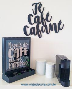 Porta Cápsulas Nespresso, Lettering e latas para alimentos. Monte o cantinho do café em sua casa. Temos diversos produtos como porta cápsulas, latas para alimentos, bandejas, canecas, quadros decorativos, palavras decorativas (lettering) entre outros para você ter um cantinho do café. Enviamos para todo o Brasil. Clique na foto para entrar no site e comprar. #cantinhodocafe #cafe #nespresso #dolcegusto #decorcafe #decor #cozinha #decorcozinha #cantinhocafe Tv Wall Decor, Flower Wall Decor, Girl Room Quotes, Wall Sticker Design, Gallery Wall Layout, Home Coffee Stations, Wall Paper Phone, Kids Room Wall Art, Cafe Bar