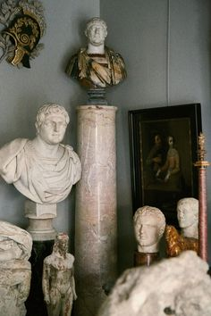 Bernard Tinivella has been dealing for many years. He returned to the market after a long absence because he found himself without a place to display his pieces—and also because his wife had become fed up with him cluttering their home. Bernard's stand transports you to ancient Rome!
