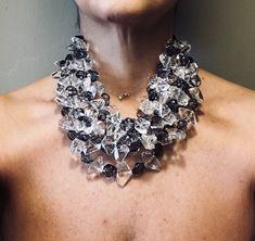 Un preferito personale dal mio negozio Etsy https://www.etsy.com/it/listing/591594178/collana-trasparente-collana-grigio-fumo
