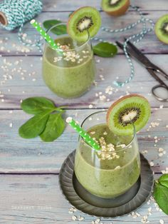 Kivi-banán-spenót smoothie recept - Kifőztük, online gasztromagazin Vegetarian Recipes, Cooking Recipes, Fruit Juice, Cocktail Drinks, Healthy Drinks, Smoothies, Panna Cotta, Food And Drink, Vegan