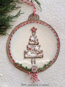 Christmas Tags, Card, Natale. Tags a forma di pallina di Natale con decorazioni scrap ed elementi di recupero e a crochet.