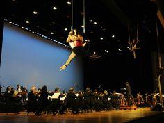 """A Orquestra Jazz Sinfônica do Estado apresenta, em nova temporada, o concerto """"Circo Místico"""", que mistura música, balé, ópera, circo, teatro e poesia. A apresentação acontece no domingo, 24, às 11h, na Sala São Paulo, com entrada Catraca Livre."""
